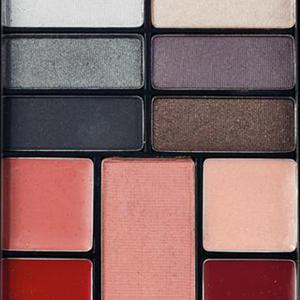 Revlon Eyes Cheeks Lips Palette multilíčidlo, 200 Seductive Smokies